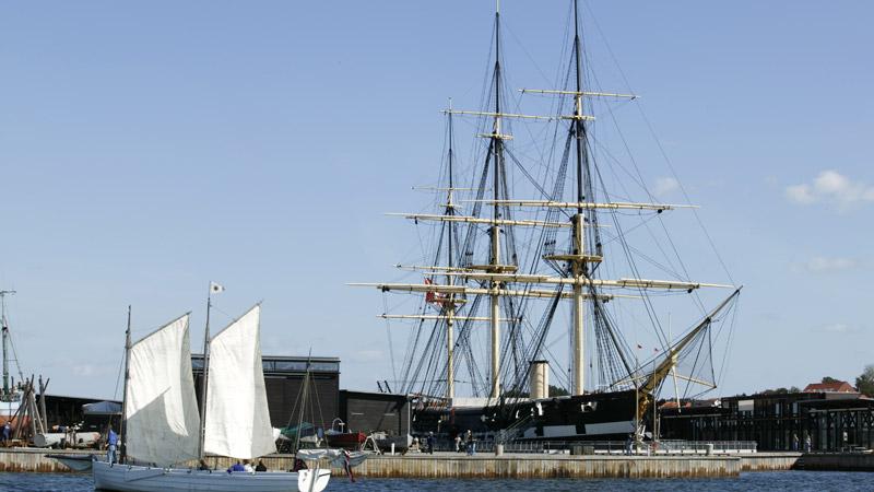 Mols Bjerge og Ebeltoft med Fregatten Jylland